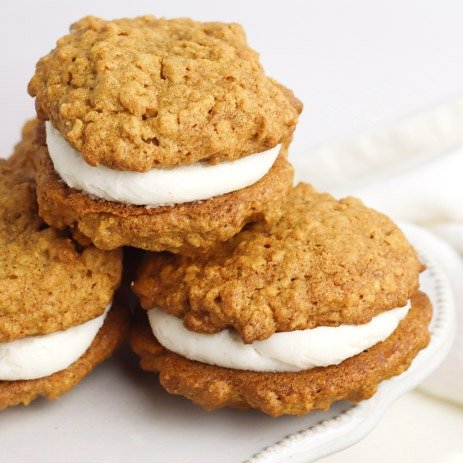 Gluten free and missing Little Debbie Oatmeal Creme Pies? This Pumpkin Oatmeal Cream Pie Recipe will hit the spot with sweet fall flavor!
