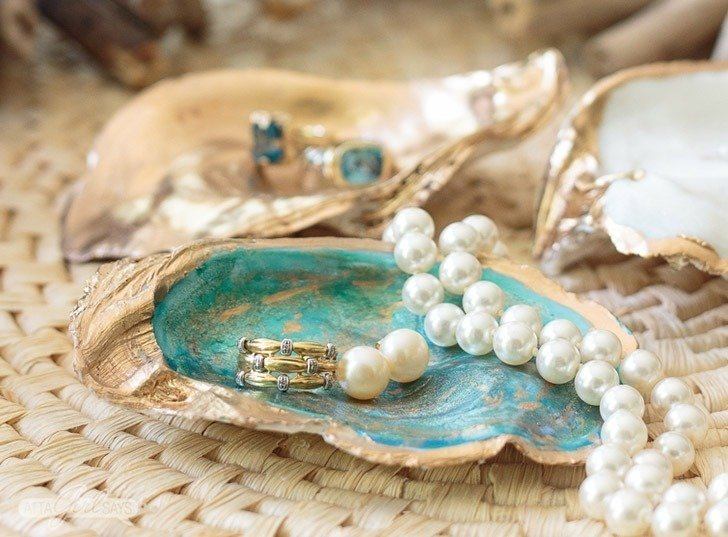Collecting seashells on the beach is the perfect summer fun. Put those finds to good use with these great seashell crafts!