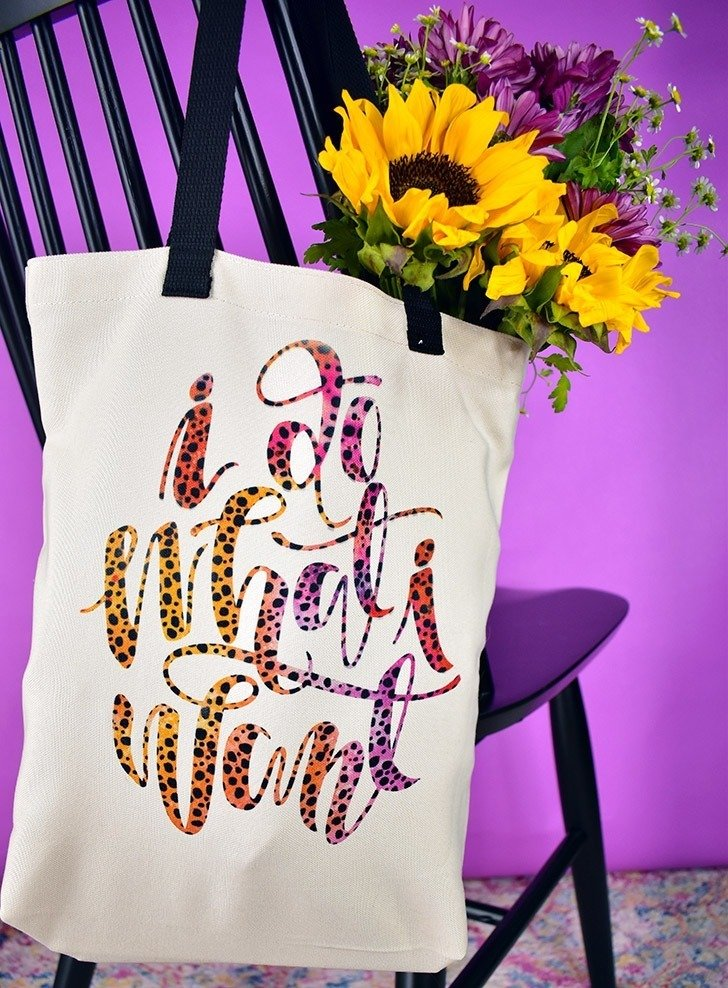 DIY tote bags never looked so good! Get professional looking results on your DIY bags with Cricut Infusible Ink!