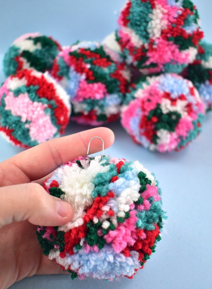 Congrats, you just made your first pompom ornament!