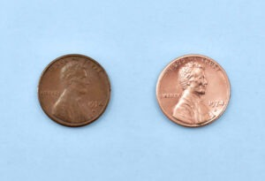 How to clean pennies with vinegar and baking soda (sodium bicarbonate), the before and after.