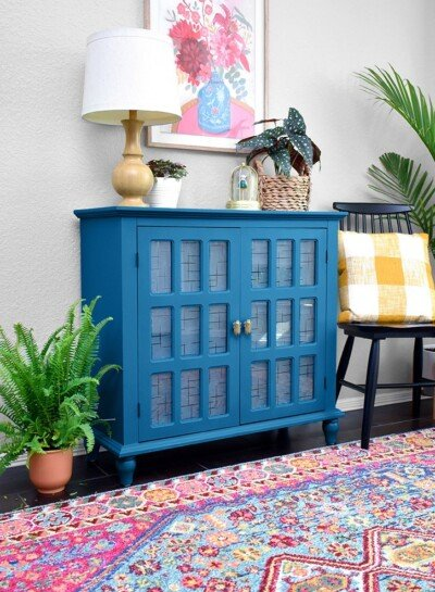 Ever wondered how to paint furniture like a pro? With the right tools and prep work, painting furniture with professional results is a breeze!