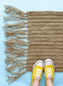 https://www.dreamalittlebigger.com/post/crochet-jute-doormat.html