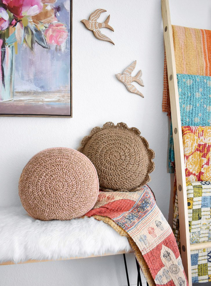 This round crochet jute pillow free pattern is gorgeous, simple, and adds some fun texture to your home decor.