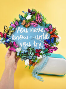 Want an adorable and unique DIY graduation cap but short on time? Check out 3 amazing DIY graduation caps that are 30 minutes or less!