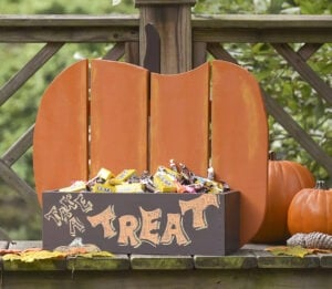 Halloween Crafts for Adults - Rustic Pumpkin Stand by Mod Podge Rocks