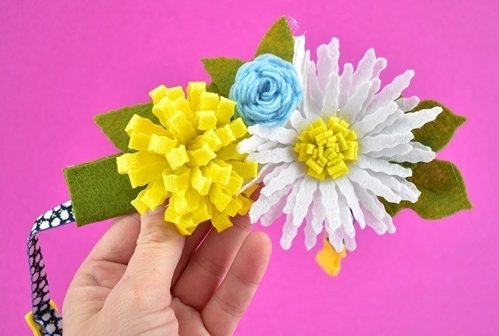 Glue the flowers close together to create a look similar to a corsage...